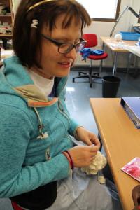 Tässä kuvassa on Maria Heikura. Maria on 29 vuotias ja työskennellyt Laptuotteella vuodesta 2008 alkaen.