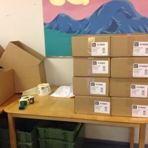 Pussit pakataan pahvilaatikoihin. Valmiiksi pakatut liinat toimitetaan rekkakyydillä takaisin Suomen Kerta Oy:lle Imatralle, josta ne lähtevät maailmalle.